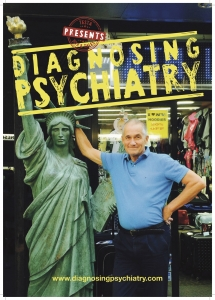 Poster for the documentary Diagnosing Psychiatry. The poster shows Peter C. Gøtzsche in New York standing beside a replica of the Statue of Liberty